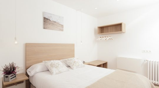 Double room with a shared bathroom